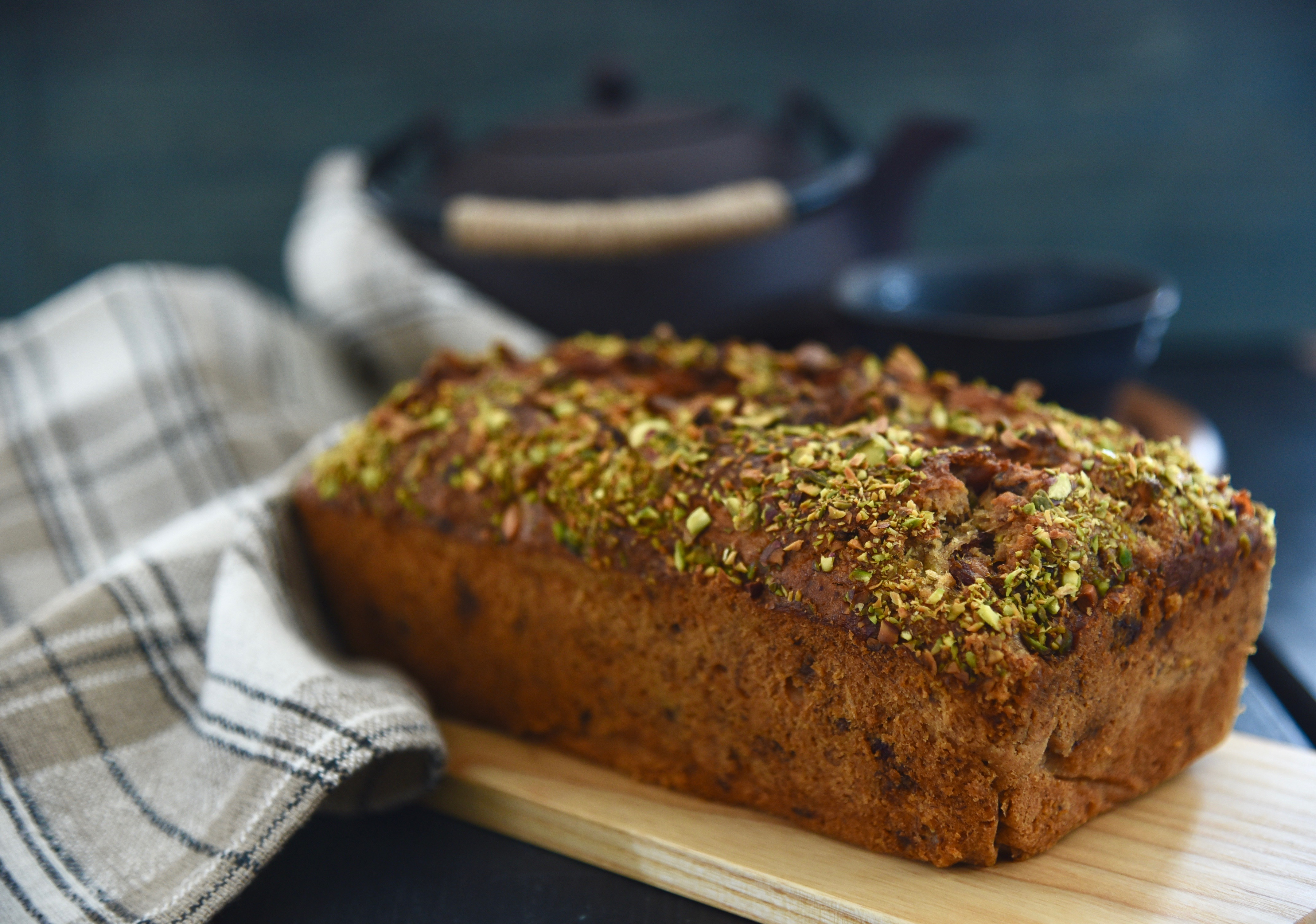 Banana, Dates and Pistachios Bread
